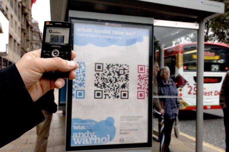 Otobüs durağında QR Code
